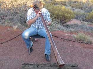smallp1020503 Video of didgeridoo player at Ayers Rock